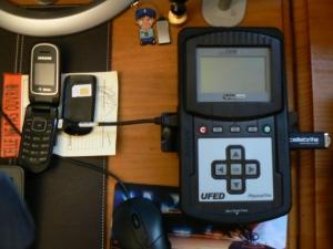 Un système autonome d'analyse de téléphones portables, appelé Cellebrite UFED.