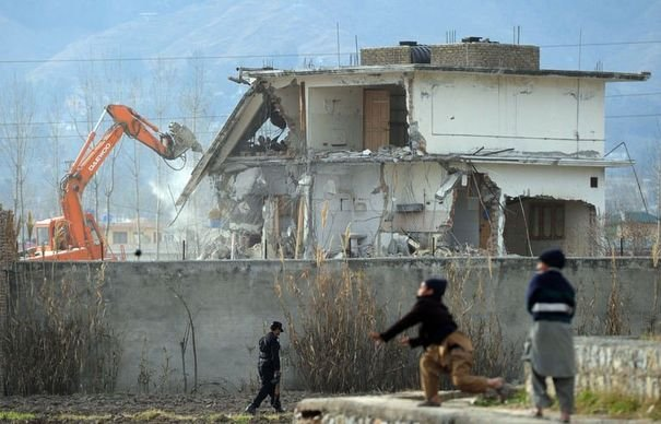 Démolition le 26 février 2012 de la maison où résidait Oussama Ben Laden à Abbottabad au Pakistan © afp.com/Aamir Qureshi