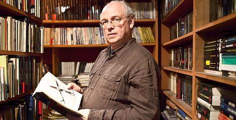Stéphane Bourgoin dans sa librairie Le Troisième Oeil (Meyer/Tendance floue)