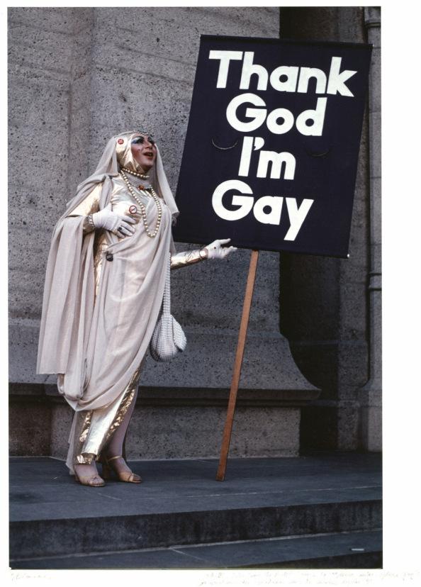Sister Sadie Sadie The Rabbi Lady avant une messe (église épiscopalienne avec prêtres gays !) : juin 1983 © Jean-Baptiste Carhaix