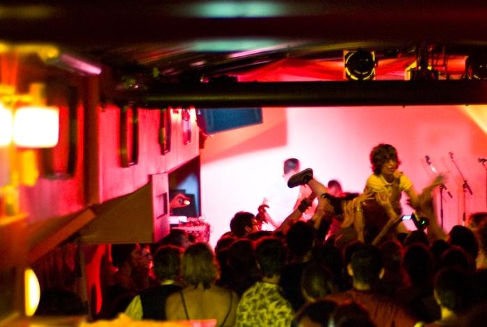 Au Sonic, Lyon, 2009. Photo : Fabrice Caterini, co-fondateur de l'agence Inediz.