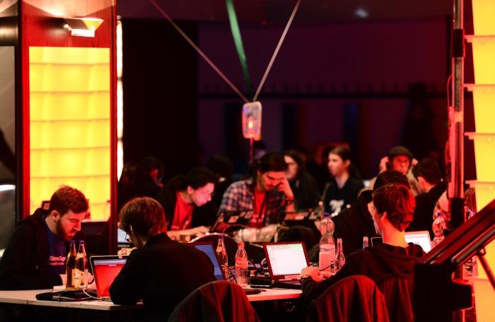 Le Chaos Computer Club (le vrai) est une organisation de hackers parmi les plus influente en Europe. Ils organisent chaque année le Chaos Computer Congress ici celui de 2012) Photo : Patrick Lux/Getty Images.
