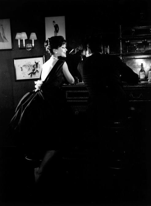 Guy Laroche 1957  Marie HŽlne Arnaud -Top model de l'Žpoque- au bar de chez Maxim's © Pierre Boulat / Cosmos
