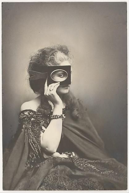 La Comtesse de Castiglione, 1863–66. Photo : Pierre-Louis Pierson / Gift of George Davis, 1948, Metropolitan Museum