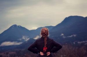 girl_staring_at_mountains