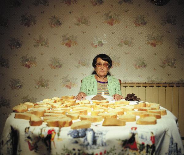 The little Claudette / Delphine Balley. Photographie issue de la série L'album de famille.