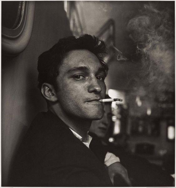 Jeune homme au café, 1958, Don McCullin.