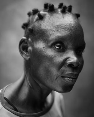 """Hellen, 41 ans, vit avec des problèmes de santé mentales. Photo : Robin Hammond / NOOR. Second prix, World Press Photo, catégorie """"Portrait""""."""